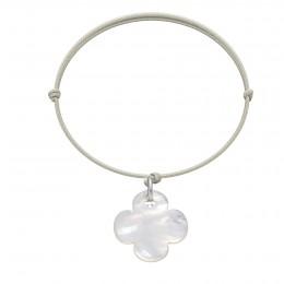 Náramek s kulatým čtyřlístkem z perletě na tenkém perleťovém provázku