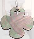 zaoblený čtyřlístek z tmavé perleti 2 cm SR