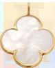 Zaoblený čtyřlístek z perleti 1,5 cm ve zlatém rámečku